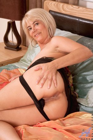 Porn Pics & Moveis Mother sport foursome double blowjob