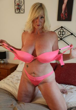 Pawgs solo anal grannies