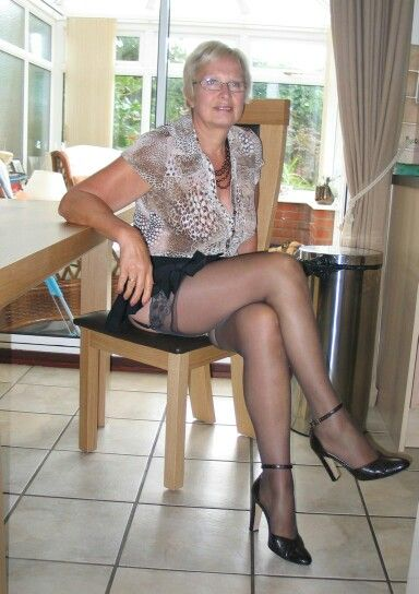 brunette Grannies strapon outdoor